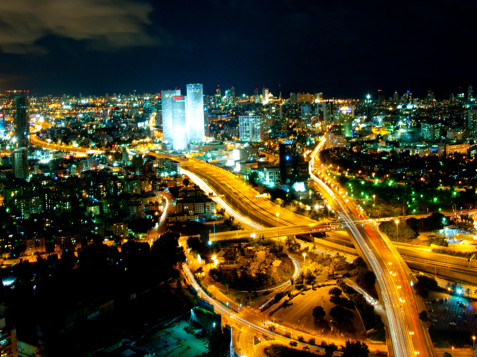 Tel_Aviv_Skyline_(night)_-_2